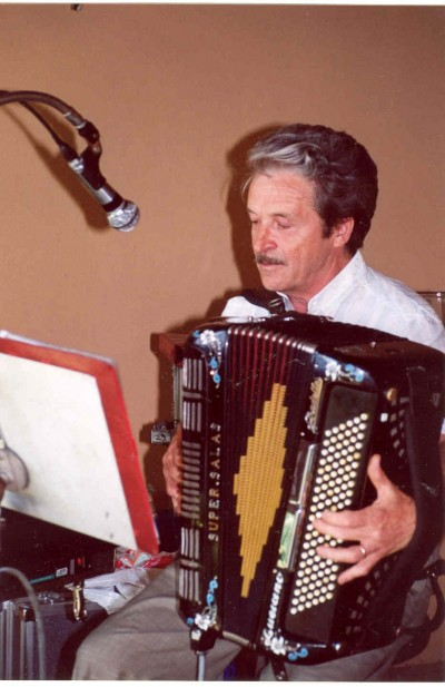 Serate danzanti sulle note della fisarmonica di Luciano
